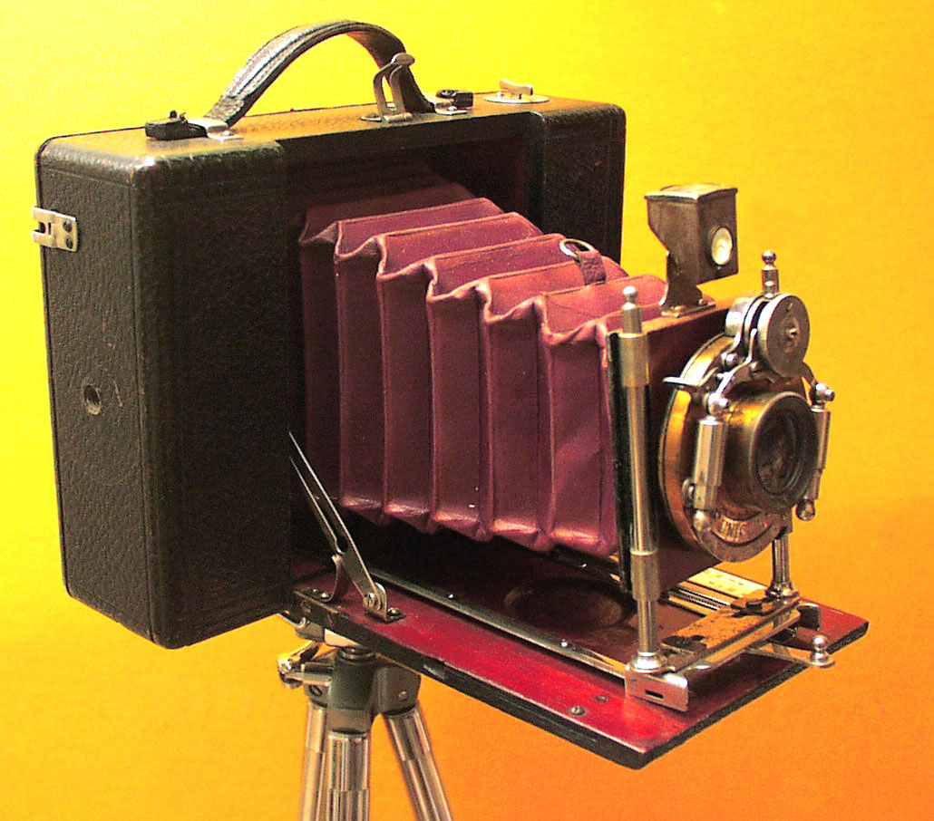 Folding Hand Camera with Bosch & Lomb Unicum Lens - click to enlarge.