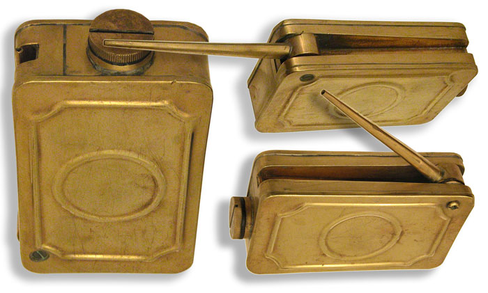Large Brass Oil Can with Folding Spout - click to enlarge.